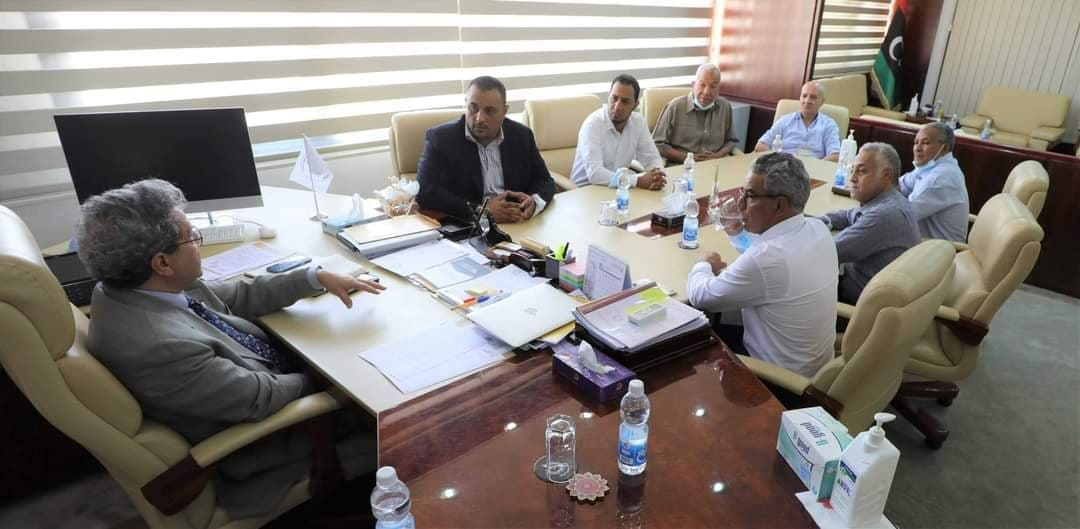 وزير النفط: ملتزمون بحقوق بلدية أوجلة