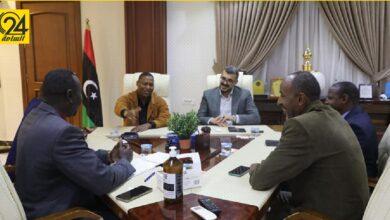 """وزير الحكم المحلي يلتقي أعيان قبائل """"البركت"""" ويناقش مشاكل غات"""