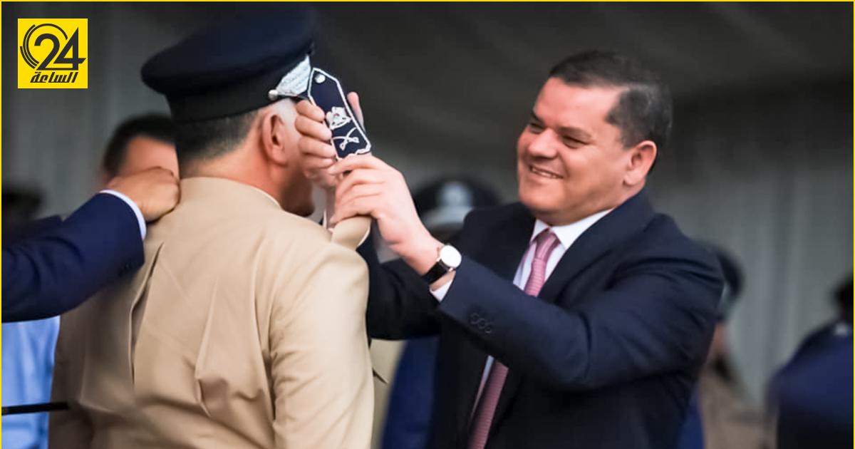 «الدبيبة» يقلد وزير الداخلية خالد المازن رتبة لواء